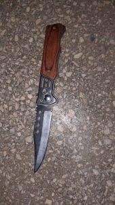 Elev al Liceului Tehnologic Dacia din Pitești - prins de jandarmi cu un cuțit de 21 cm 5