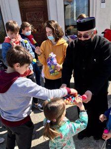 Arhiepiscopia a organizat o activitate catehetică și artistică de încondeiat ouă în Parohia Bătușari 4